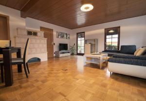 Ein Sitzbereich in der Unterkunft Ferienwohnung am Bodensee Heiligenberg