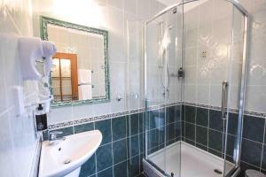 A bathroom at Hotel Diana & apartments
