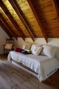 Una cama o camas en una habitación de Las Casuarinas del Rio Capitan