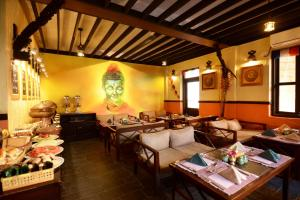 A restaurant or other place to eat at Kasthamandap Boutique Hotel