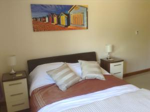 A bed or beds in a room at Culver view