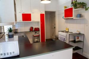 A kitchen or kitchenette at Frankie's Beach House