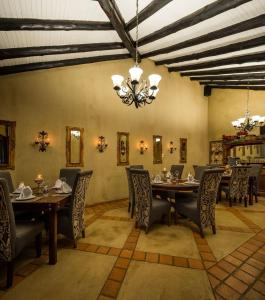 A restaurant or other place to eat at Opikopi Guest House