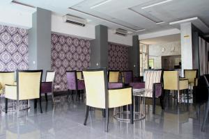 A restaurant or other place to eat at Hotel Monte Carlo