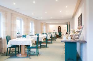 Ein Restaurant oder anderes Speiselokal in der Unterkunft Hotel See-Villa