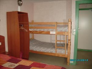 Un ou plusieurs lits superposés dans un hébergement de l'établissement Terroir et Tradition A La Ducasse