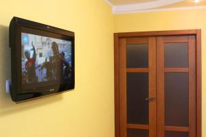 A television and/or entertainment center at Svetlana's Apartments, Center of Sumy