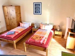 Ein Bett oder Betten in einem Zimmer der Unterkunft Abelia Gästehäuser