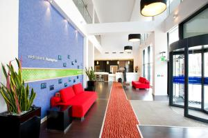 The lobby or reception area at Hampton By Hilton Liverpool City Centre