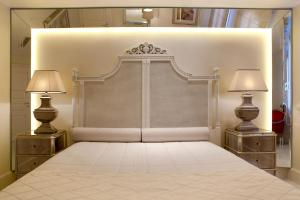 A bed or beds in a room at La Residence Mykonos