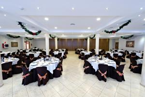 A restaurant or other place to eat at Hotel Lozano
