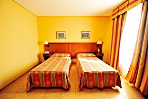 A bed or beds in a room at Hotel Lozano