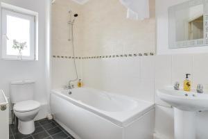 A bathroom at Wolverhampton City Stay II