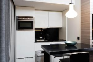 A kitchen or kitchenette at Adina Apartment Hotel Hamburg Speicherstadt