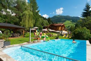 Der Swimmingpool an oder in der Nähe von Hotel Dorfer