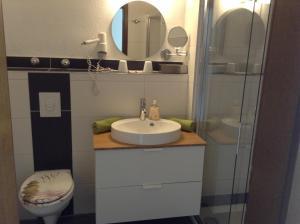 Ein Badezimmer in der Unterkunft Hotel M&S garni