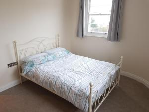 A bed or beds in a room at 3 Hales Road Cheltenham