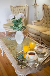 Breakfast options available to guests at Hostal Central Palace Madrid