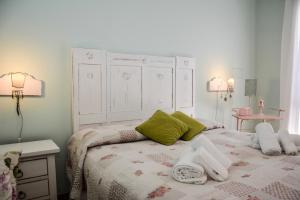 A bed or beds in a room at Locanda Bella Italia