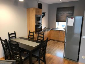 A kitchen or kitchenette at Apartamenty Banino