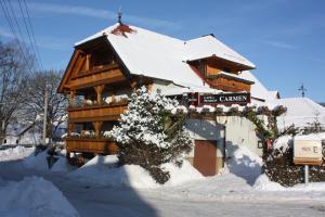Cafe & Pension Carmen im Winter