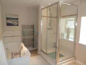 A bathroom at Seapinks Cottage