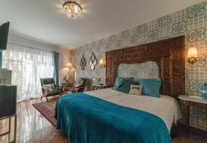 A bed or beds in a room at Rey Don Pedro Luxury Home
