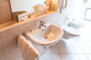 Ein Badezimmer in der Unterkunft Landhotel Huber am See
