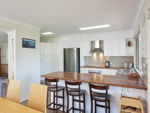 A kitchen or kitchenette at Corrie Parade, 55, Neptune's Rest