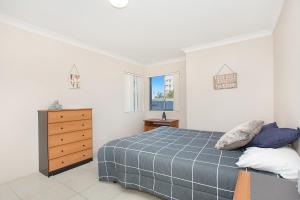 A bed or beds in a room at Bayview, Unit 6 - The Entrance, NSW