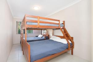 A bunk bed or bunk beds in a room at Bayview, Unit 6 - The Entrance, NSW