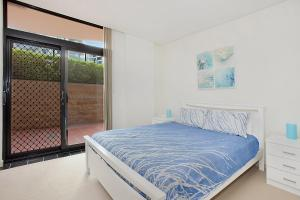 A bed or beds in a room at Crystal Views, Unit 4