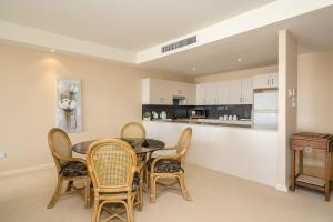 A kitchen or kitchenette at Ocean Views Unit 15 - The Entrance, NSW