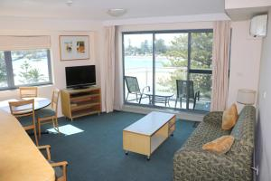 A seating area at The Oaks Waterfront Resort, Unit 502