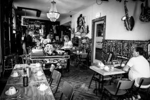 Ein Restaurant oder anderes Speiselokal in der Unterkunft BackStage Hotel