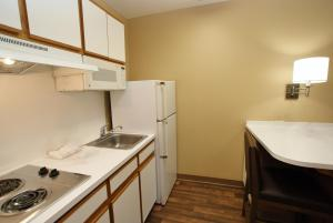 A kitchen or kitchenette at Extended Stay America - San Diego - Sorrento Mesa