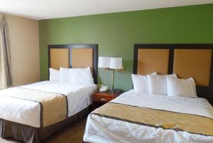 A bed or beds in a room at Extended Stay America - San Diego - Sorrento Mesa