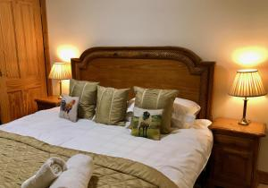 A bed or beds in a room at Errichel House and Cottages