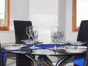 A restaurant or other place to eat at Deluxe 2 Bed Apartment
