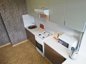 A kitchen or kitchenette at Inndays on Lunacharskogo-2