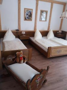 Ein Bett oder Betten in einem Zimmer der Unterkunft Gästehaus Almbrünnerl