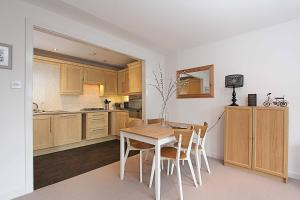 A kitchen or kitchenette at Coburg Street