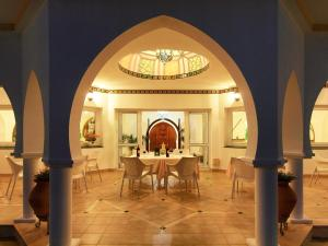Ein Restaurant oder anderes Speiselokal in der Unterkunft Villa Esmeralda