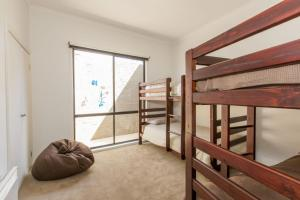 A bunk bed or bunk beds in a room at STYLISH, SUN-DRENCHED AND SOPHISTICATED