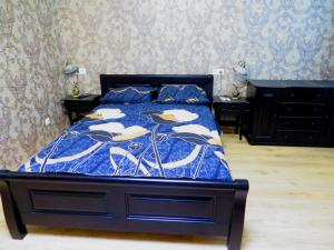A bed or beds in a room at Apartment on Prokopheva st.