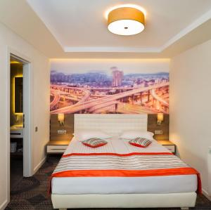 A bed or beds in a room at Plaza35