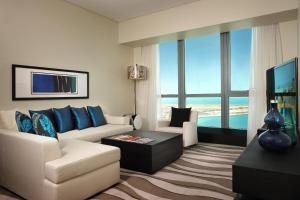 A seating area at Sofitel Abu Dhabi Corniche