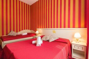 A bed or beds in a room at Hotel Messner