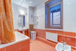 Ванная комната в SutkiPeterburg Ozerki