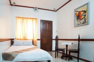 A bed or beds in a room at Casitas de Az Pension